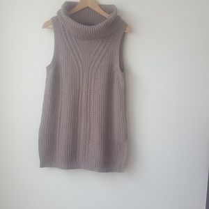 Banana republic factory  sleeveless sweater size M